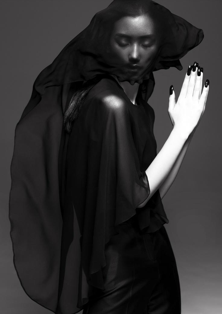 Lina Zhang by Yin Chao for Harper´s Bazaar China.