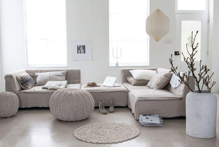 Romatische woonkamer   romantic livingroom   Fotografie Anna de Leeuw   Styling Marianne Luning   Bron: vtwonen april 2014