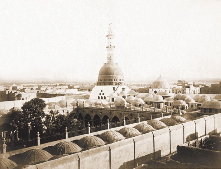 Old picture of Masjid al Nabawi. Look at the palm trees in the courtyard!