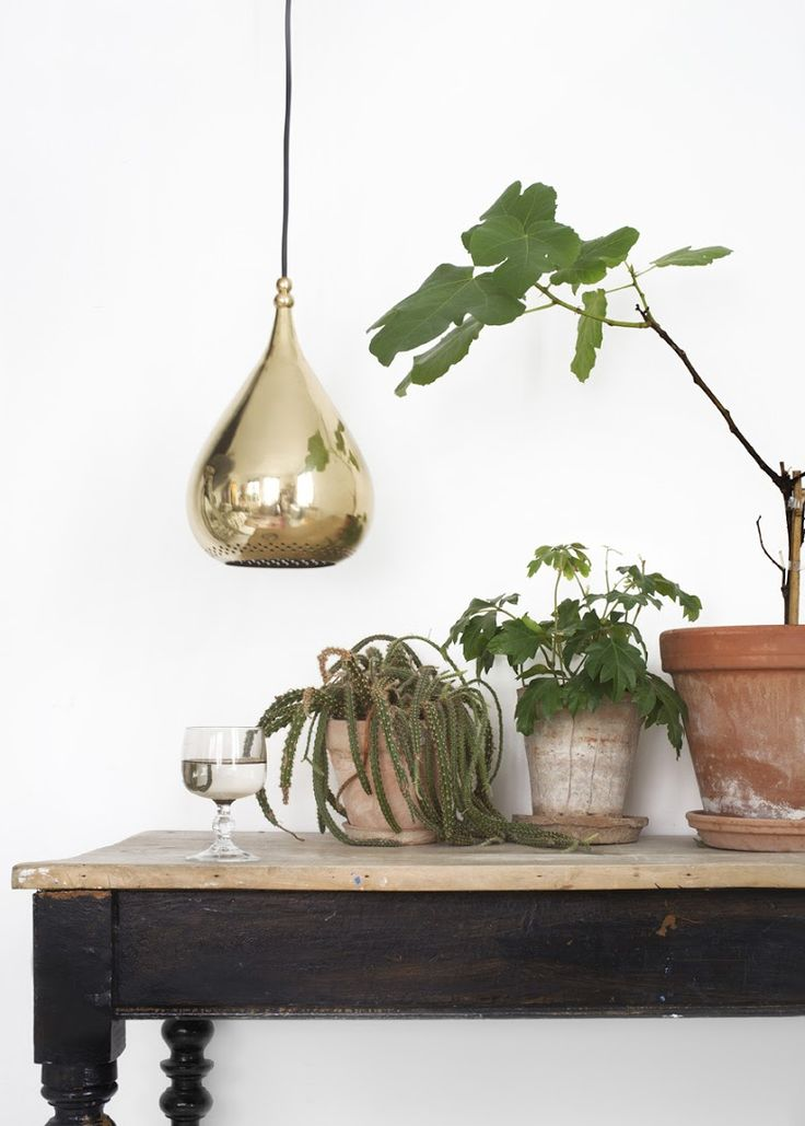 Draapen lamp in brass