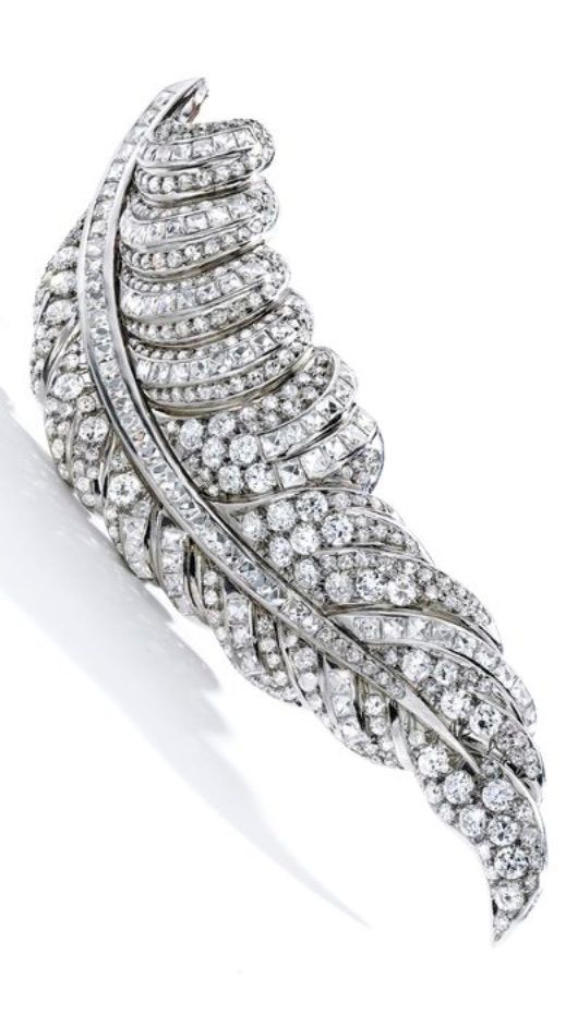 SUZANNE BELPERRON - A Vintage Platinum and Diamond 'Plume' Brooch, Paris, 1932-5...