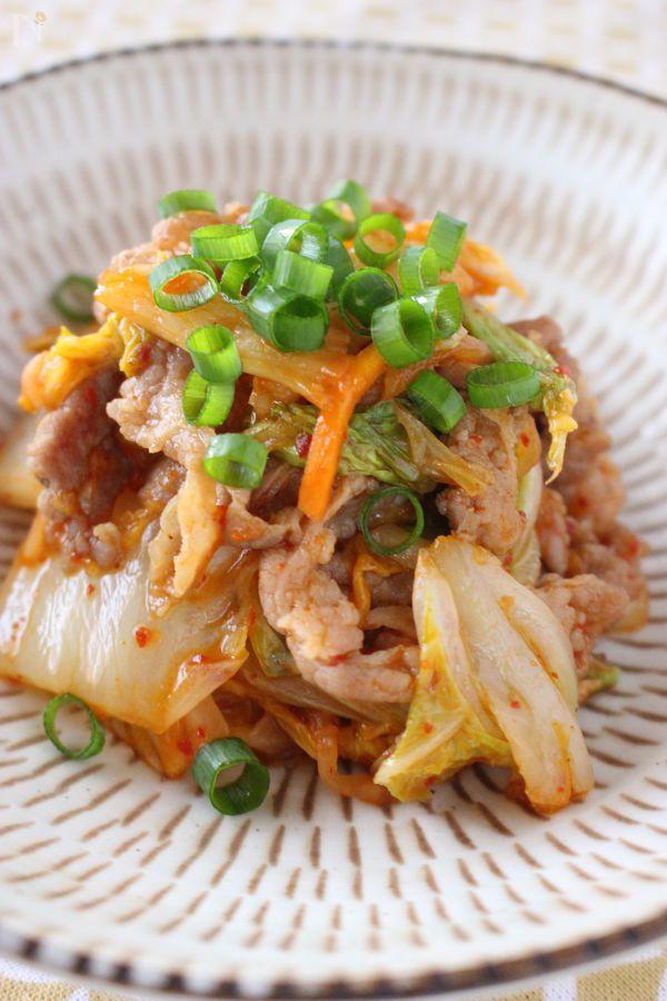 豚肉と白菜を炒め、白菜キムチと調味料を炒めれば、出来上がりのスピードメニューです!