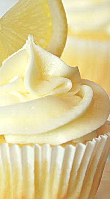 Lemon Cupcakes with Lemon Curd Filling and Lemon Buttercream ❊