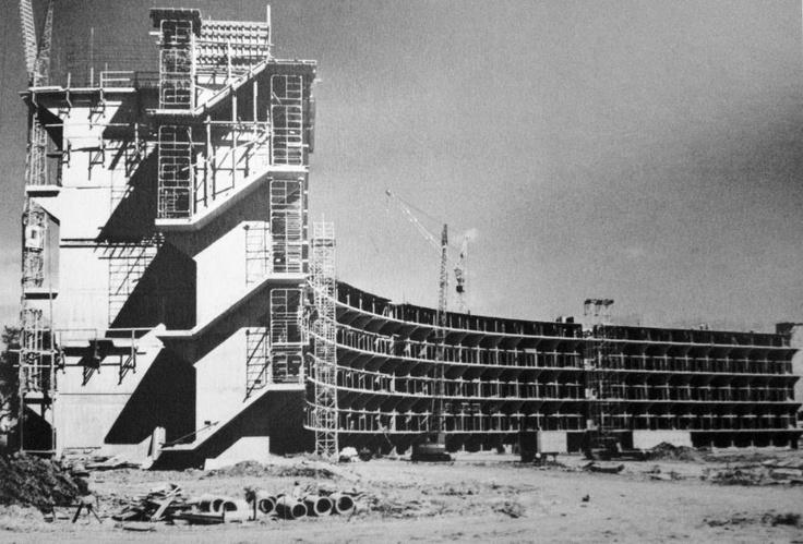 Construcción de Condominio El Monte (1964) Hato Rey, San Juan, Puerto Rico. Tomado de Puerto Rico Historic Building Drawings Society