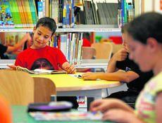 En Almería / España  Más de 3.000 niños aprenden a leer junto a sus padres con un...