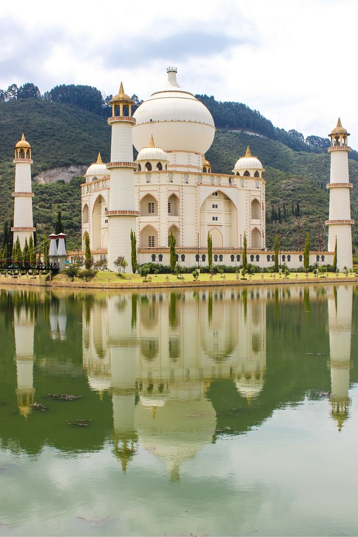 Just outside Bogota there is an incredible site called Jaime Duque Park- which just so happens to have a life-sized replica of the Taj Mahal!