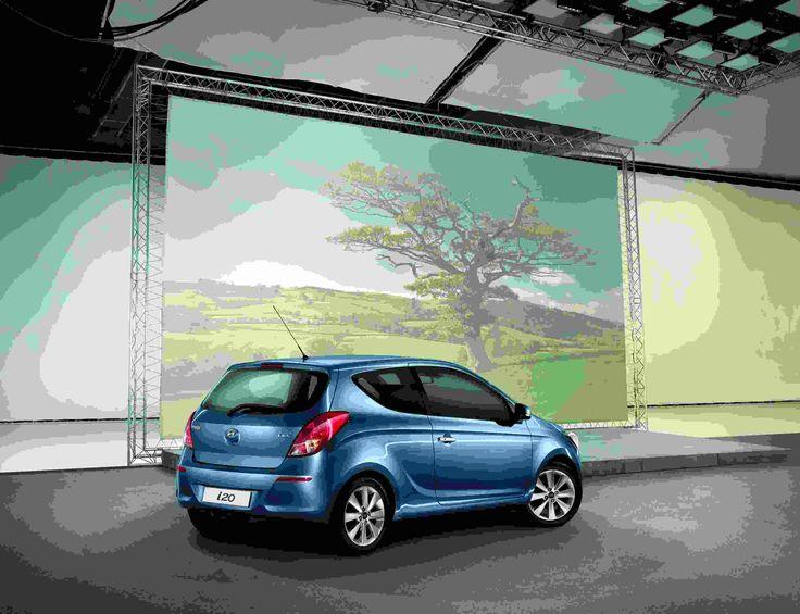 Praktyczne korzyści Niewielki samochód, a mieści w sobie tyle zmysłów, że zaspokoi najbardziej wymagających kierowców. Kamera cofania i czujniki parkowania; czujnik deszczu i czujnik świateł..