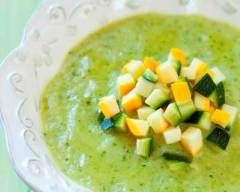 Soupe aux courgettes d'automne : http://www.cuisineaz.com/recettes/soupe-aux-courgettes-d-automne-7132.aspx