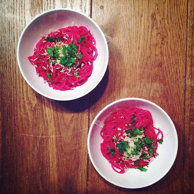 Spaghetti z buraczanym pesto