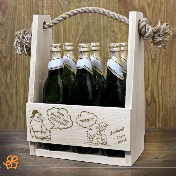 Niezbędnik piwosza - nosidło z grawerem dla niego! Bądź oryginalny i podaruj mu na urodziny prezentowaną skrzyneczkę.  http://bit.ly/1OqceYx