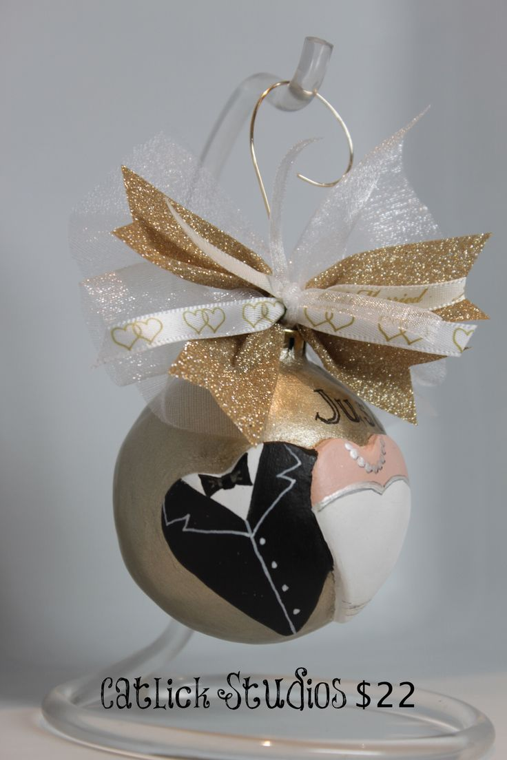 Personalized wedding christmas ornament - Give A Special Commemorative Ornament To The Wedding Couple It Can Be Personalized On The