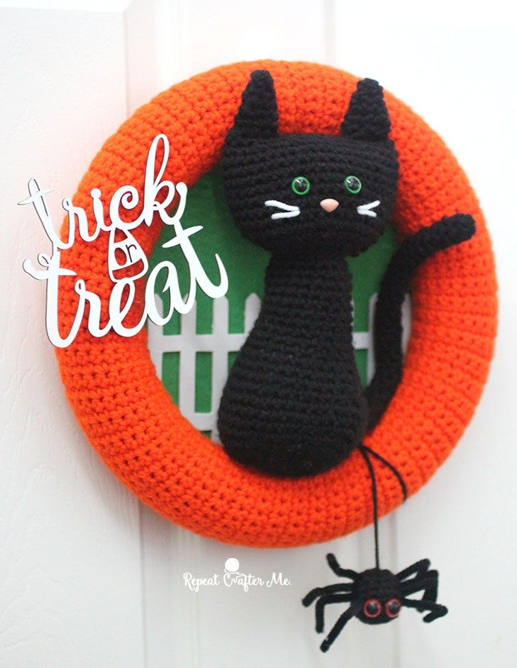 halloween is one of my favorite holidays to decorate for and ive got a head start on my diy decor with this crochet halloween cat wreath - When To Start Decorating For Halloween