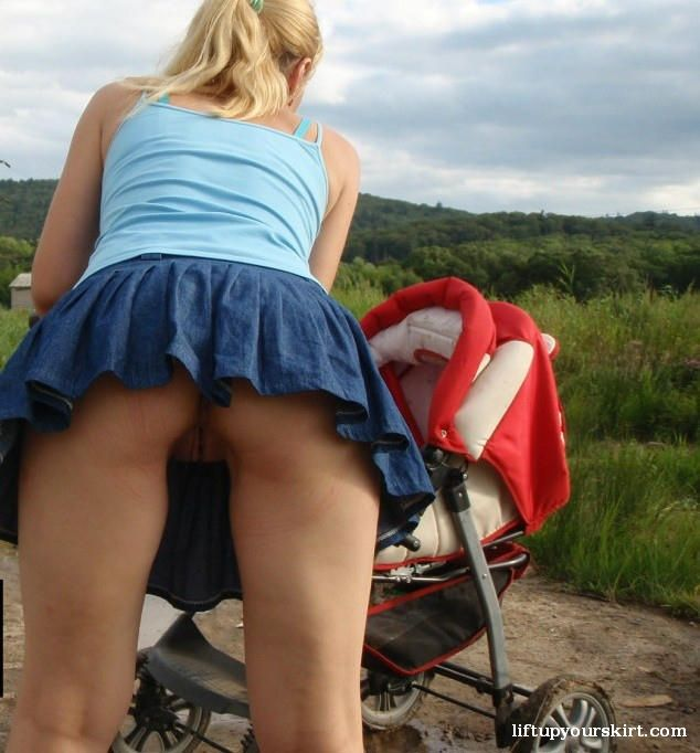 Real candid upskirt no-nude vojeur