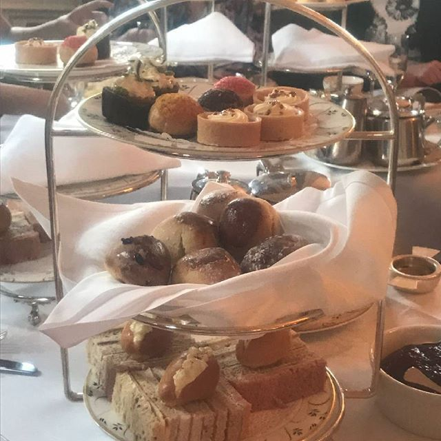 Gorgeous afternoon tea at tylney hall #afternoontea #tylneyhall #hampshire #hendo #bridesmaid #girlsday #cakes #scones #prosecco ☕🍰☕🍰