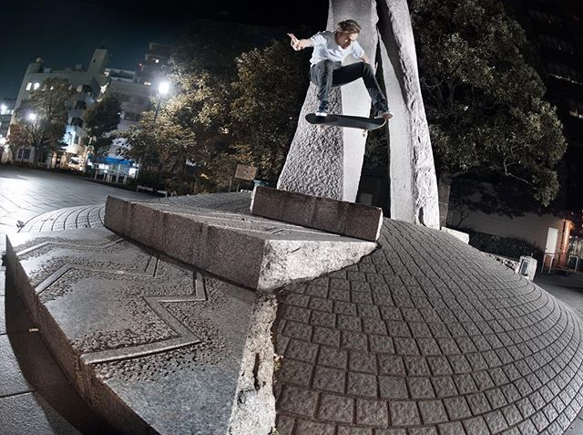 "adidas Skateboarding (@adidasskateboarding) sur Instagram : ""Night moves with Nestor ///  Catch @nestorjudkins in the new Japan edit. Coming soon. •…"""