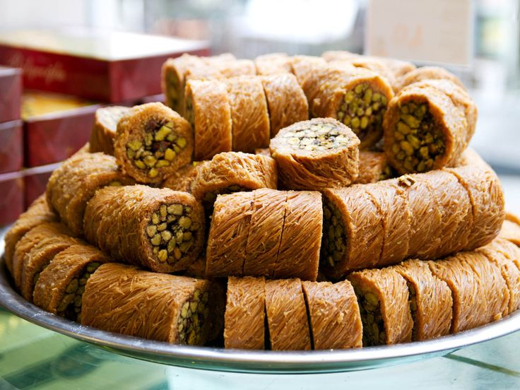 A guide to Turkish Sweets: baklava, kunefe, and more!