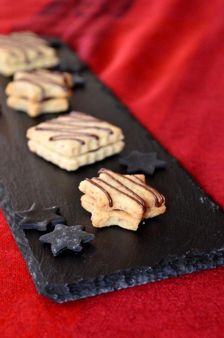 Haselnussplätzchen. Hazelnut cookies