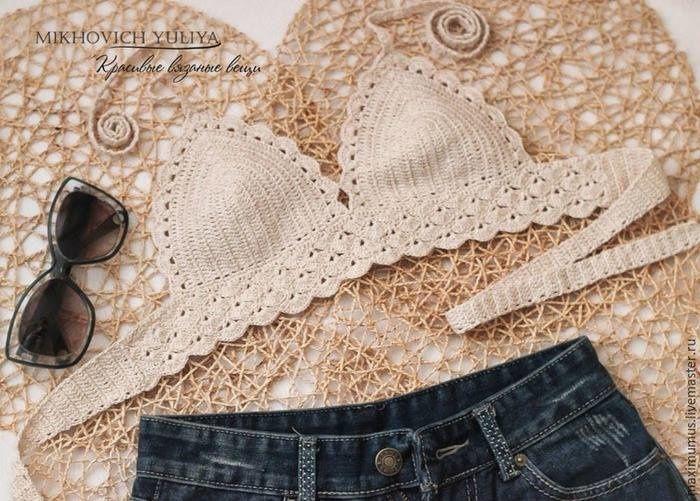"""Charmant haut bikini , avec ses bretelles et ses bordures dentelle , trouvé sur la page facebook de """" Crochet Love Love """" , avec ses grillles gratuites et son pas à pas en image , très facile à suivre et à réaliser ! Clic sur les images pour les agrandir..."""