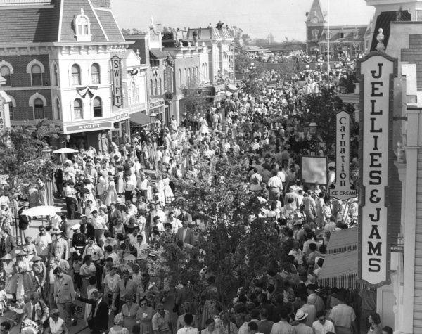 Best Disneyland And Walt Images On Pinterest Vintage - 18 amazing rare colour photos disneyland 1955