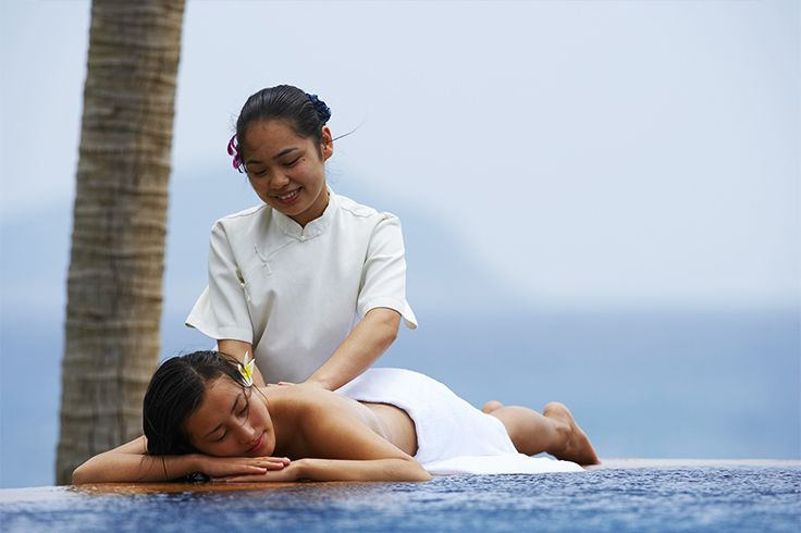 Try an outdoor #massage during your #trip in #Sanya! Nothing is better than this…