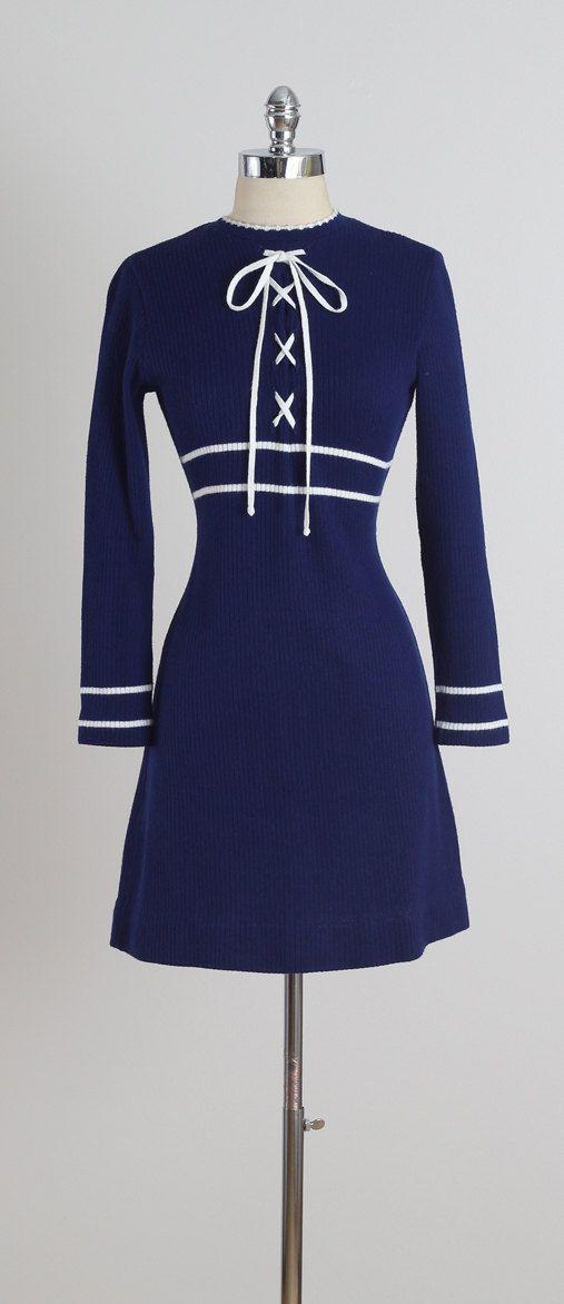 Weekend Pass . vintage 1970s dress . vintage dress . 5147