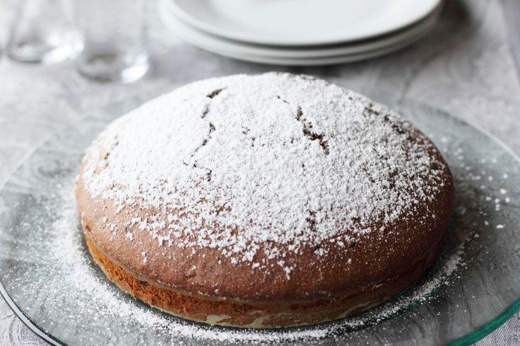 Alta e soffice, la torta stracciatella è un delizioso dolce da colazione o merenda che si prepara in poche mosse, con facilità. Scopri la ricetta del Cucchiaio d'Argento!