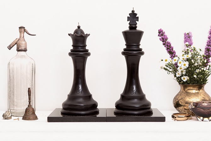 KING & QUEEN CANDLES: Pitch Black A striking paradigm of partnership. These regal pieces come from the classic Staunton chess set, originally designed by Nathaniel Cook and turned by John Jaques in 1849. These beautiful interpretations were turned by Master wood-turner Courtney Williams and expertly carved by joinery artisan Wayne Mavin. www.pitchandash.com.au