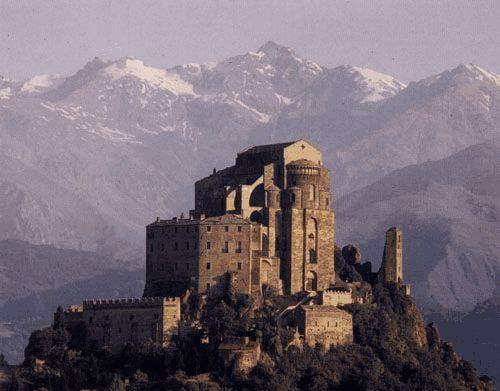 In Val Susa nel comune di Sant'Ambrogio, in provincia di Torino, sorge uno dei monumenti più conosciuti a livello turistico: la Sacra di San Michele.