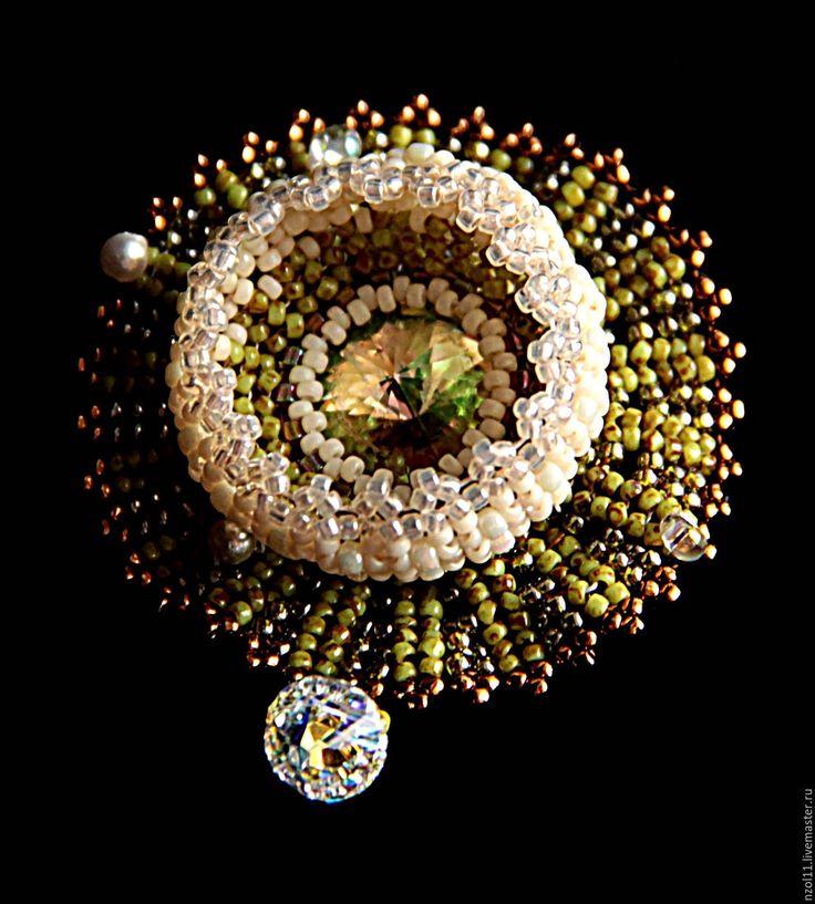 """Купить Брошь """"Кувшинка"""" - оливковый, брошь ручной работы, кувшинка, цветок, бисер японский, бежевый"""