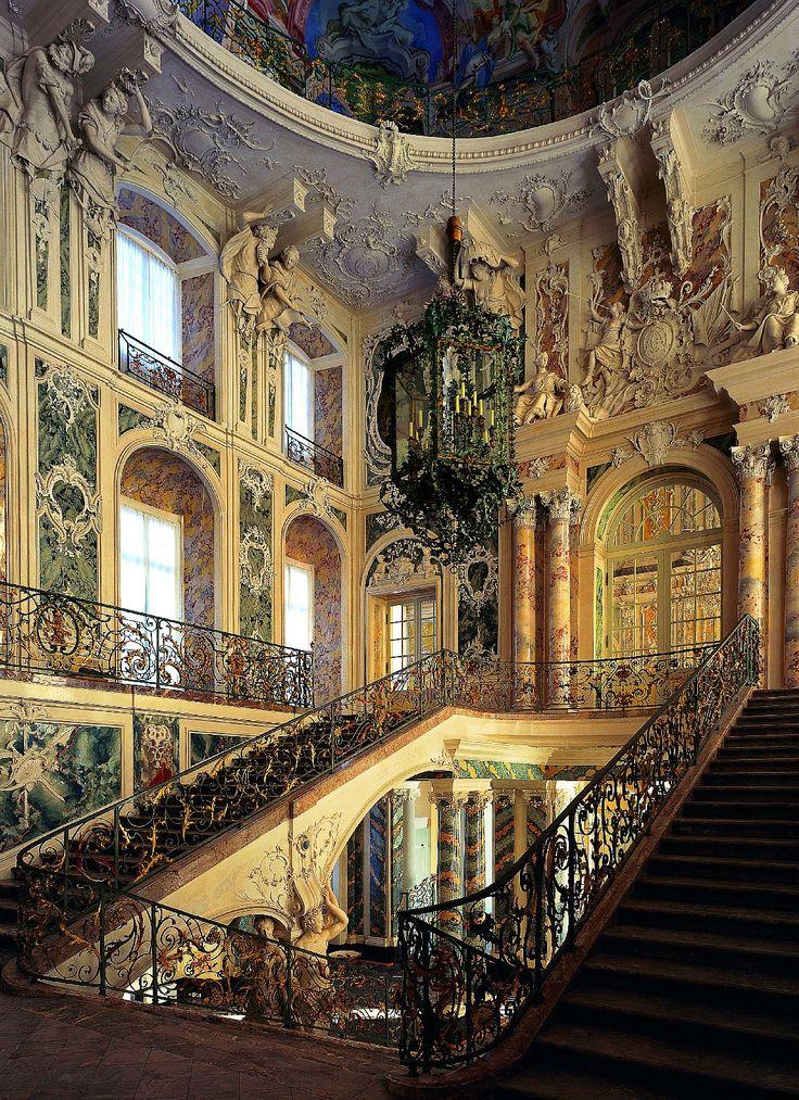 Beautiful castle interior images for Interior architectural columns