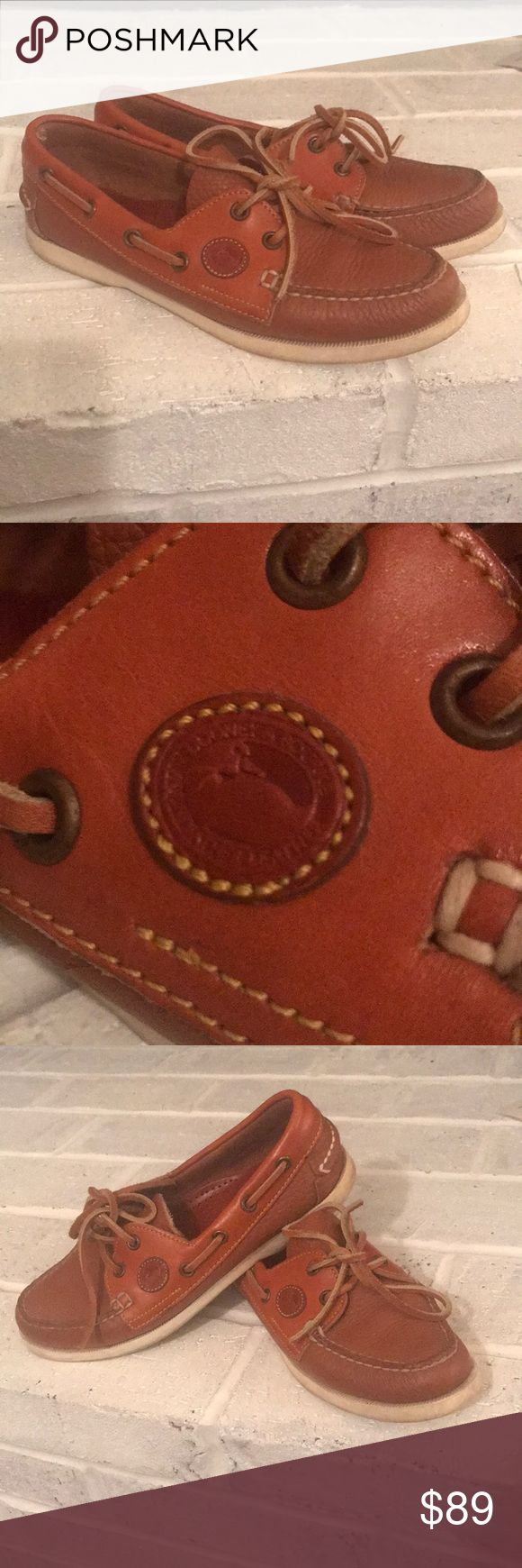 🚩Dooney & Bourke Leather Boat shoes Gorgeous Dooney and Bourke leather boat shoes. Very Good used condition!! Color as pictured not in cover photo.😍 👞 Dooney & Bourke Shoes Flats & Loafers