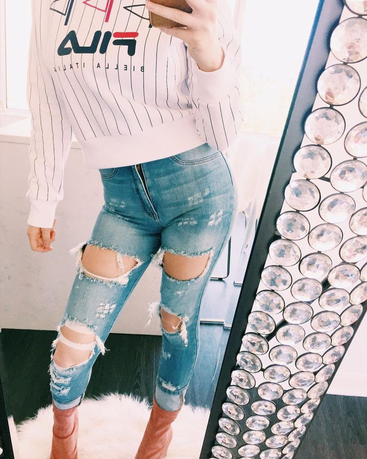"46 Likes, 4 Comments - Megan Noel Reilly (@megannoelreilly) on Instagram: ""The way she fit in them blue jeans, she don't need no belt. ✨👖 . . . . . . . . . #chicagofashion…"""