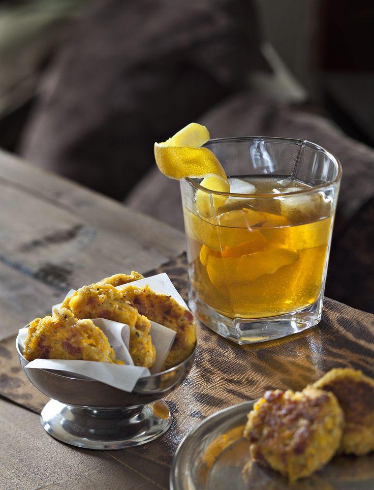 Le potimarron peut souvent être substitué à la pomme de terre, par exemple lorsque celle-ci est rapée pour des galettes poêlées. Ici, couleur orange et goût de l'automne sont en bonus.
