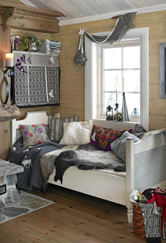 Could I ever pull off the winter daybed in my house?  Maybe best for my cabin.