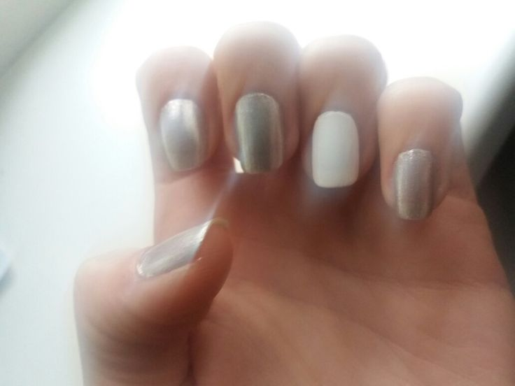 Spring nails: silver - white