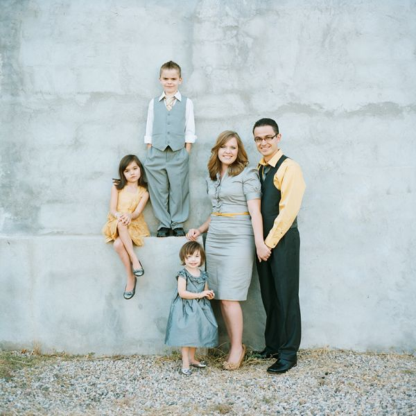 Love the composition of this family photo and what they're wearing. Great outfit coordination!
