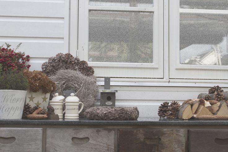 Van Raaijen Hoveniers Almere- wintertuin - wintersfeer - tuintafel - decoratie - kerst - winter - foto Chris Heine