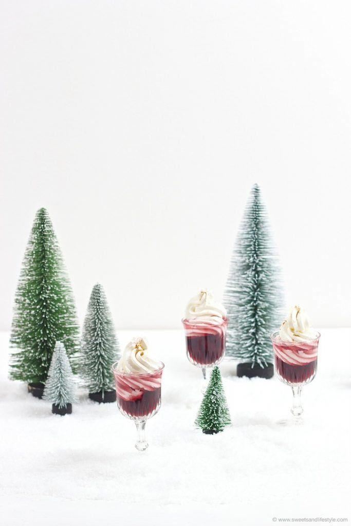 Schneewittchen Rezept – Rotweinlikör mit Schlagobershaube