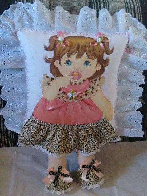 Almofada de perninha | com pintura em tecido | menina