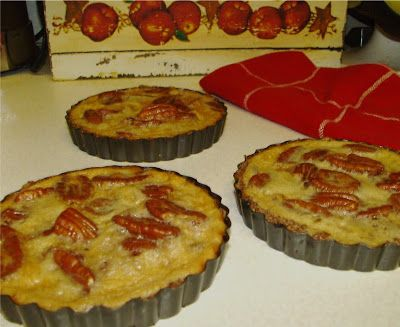 24/7 Low Carb Diner: Pecan Tarts - With the countdown to Thanksgiving, these could be a great festive addition. Visit us for more recipes at: https://www.facebook.com/LowCarbingAmongFriends