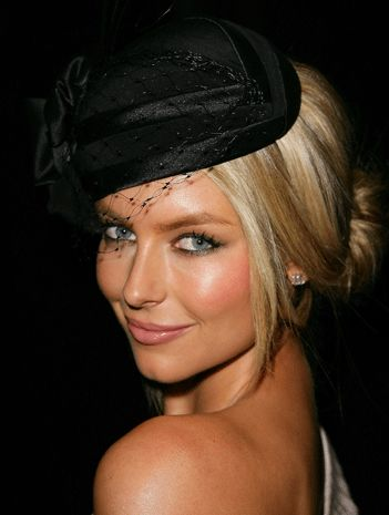 Jen Hawkins, the color of her hair is exactly what I'm doing next. Closer to my natural color. Stalker bitch probably even took this picture when she was going to have hers done! Has to copy whatever I do! Seriously beyond Pathetic