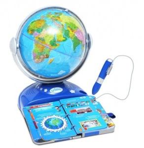 """GLOBO INTERATTIVO La scoperta del mondo in una stanza! Un mappamondo interattivo con un libro che consente ai bambini una visione immediata della geografia. Le informazioni sulle località descritte nella guida possono essere ascoltate toccando con la punta della penna il paese prescelto. Capitali, popolazioni, clima, storia, risorse naturali... Due giochi, """"tocca il paese"""" ed """"esplora il mondo"""", renderanno ancora più attraente la conoscenza del nostro pianeta."""
