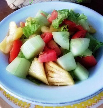Makanan Penutup Salad NanasTomat dan Mentimun Segar
