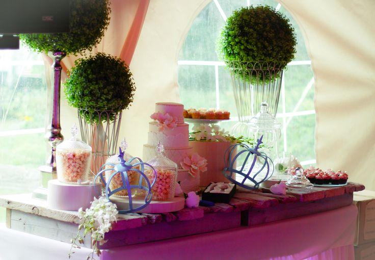 We also create sweet tables. Nous créons aussi des tables de douceurs.  Www.5Ssens.com