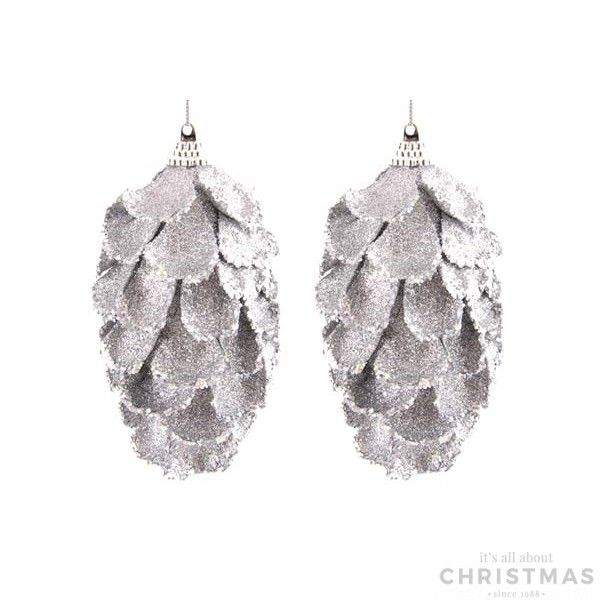 Set of 2 decorative shatterproof pine cones, 12cm. The pine cones are silver with glitter and equipped with a hanging cord. Made of unbreakable plastic. Can be perfectly combined with all our other glitter ornaments.