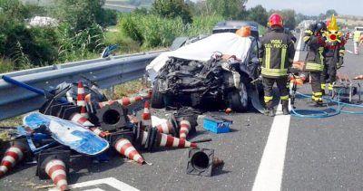 Auto tampona camion sullA14 due morti. Grave una bimba di 6 mesi