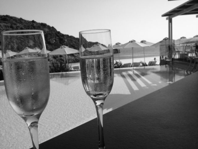 Heated pool VS chilled champagne: The perfect afternoon match!