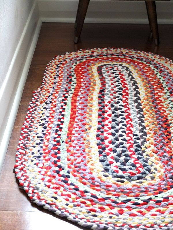 Perhaps I will finally do something with my 60+ Apple retail shirts | Upcycle Style: Braided T-shirt Rug