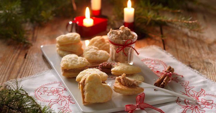 Läckra och frasiga pariservåfflor som du enkelt bakar själv. Med kanelfyllning passar de perfekt att avnjuta till jul!