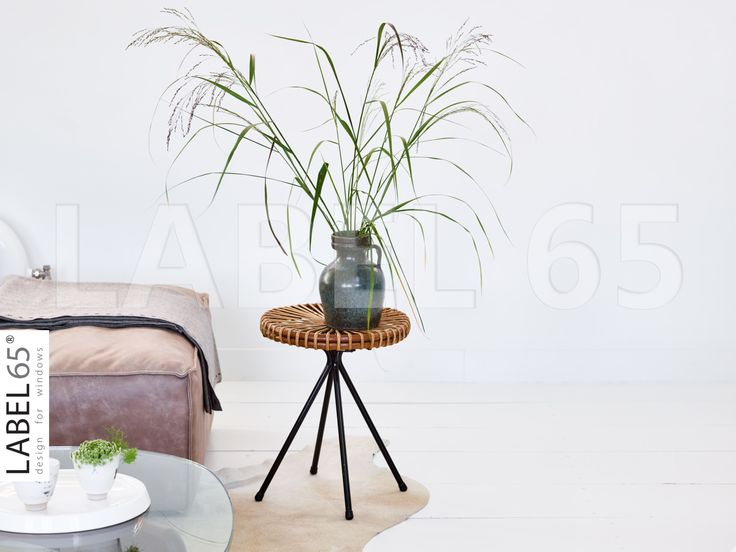 Sfeervol genieten in huis!Een klein tafeltje of krukje kan perfect dienen om een vaas op te zetten.